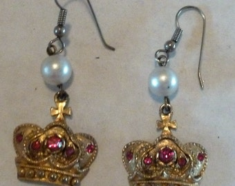 VINTAGE Your Royal Highness Earrings - Pearls and Crowns!
