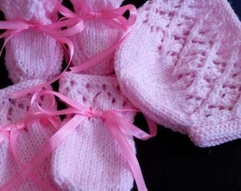 Baby bonnet bootees and mittens
