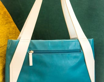 """The """"Jetson"""" Vintage """"Mod"""" Teal and White Purse"""