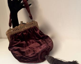 Post Civil War Brown Velvet Handbag      VG2598