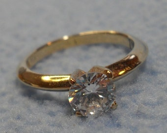 """SALE!!  Simply Beautiful """"Diamond"""" Ring- Gold Tone~ size 6 (was 7.00)"""