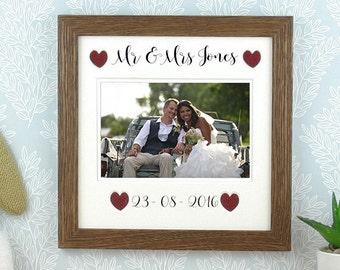 Personalised wedding photo frame, Mr & Mrs photo frame, rustic picture frame, rustic wedding gift, gift for couples, custom wedding gift.t.