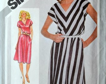 1980s Simplicity Vintage Sewing Pattern 9943, Size 16; Misses' Pullover Dress