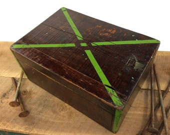 Primitive Wood Box//Vintage Wood Tool Box