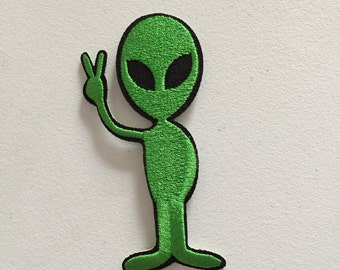 Peace Alien Iron-On Patch, Peace Badge, Sew On Patch, Motif Applique, DIY Embroidery, Embroidered Applique, Pop Culture Gift, Hippie Motif