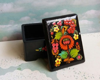 Vintage 1970s Russian Lacquer Wooden Box with heavily painted Floral Bouquets - Red Green Yellow - Folk Art Signed