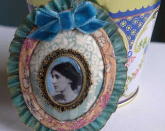 Brooch, Virginia Woolf's collection, model Mrs dalloway