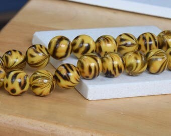 30 Leopard Print Round Acrylic Beads for Jewelry Projects.  11mm Gold and Dark Brown Round Acrylic Beads. Animal Print Beads. Jewelry Supply