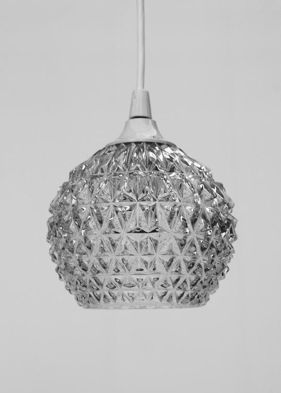 petite boule pomme de pin quadrill lampe suspension plafond. Black Bedroom Furniture Sets. Home Design Ideas
