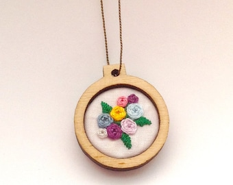 "Mama Embroidery Hoop Necklace - 1"" - Roses"