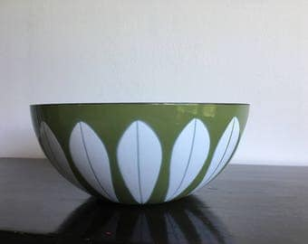 Vintage Enamel Bowl.Green.Lotus