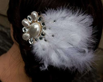 Flirty Feathered Vintage Bridal Clip /White/Wedding/Jewelled/Pearl/Feather/BoHo/Hair Piece/Gatsby/Bride/Accessory/Free Shipping/Handmade