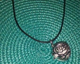 Aromatherapy locket - rose filigree