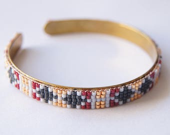 Model Rhodes - Cuff in beads miyuki Burgundy blue and gold