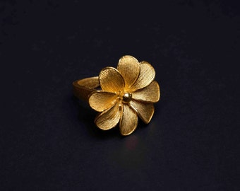 22K Yellow Gold Flower Ring - Chaba (L)