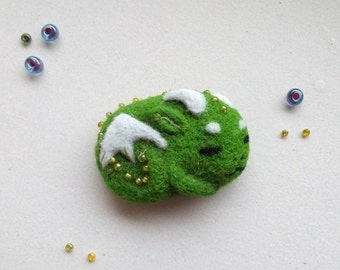 Dragon brooch felted jewelry needle felted dragon pin fantasy animal cute dragon gift green jewelry eco friendly jewelry kawaii felting