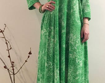 60s/Green Abstract Print/ Cotton/ Resort Caftan/Large