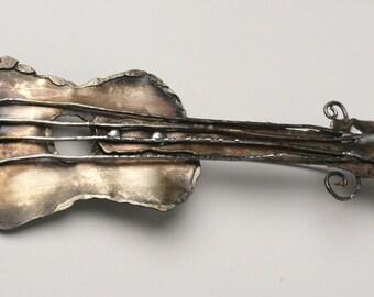 the GUITAR - brooch