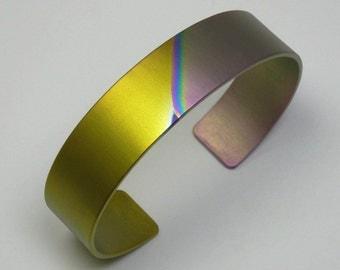 Anodized titanium bracelett. Colorfull anodized titanium bracelett cuff. Hand crafted ladies bracelet.