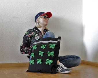 Carrying bag with loop motif