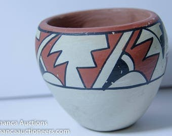 Beautiful Old Native American Jemez Pottery Jar