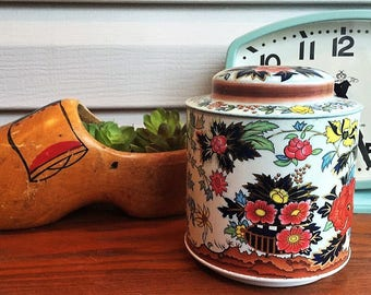 Vintage floral Daher tin -- made in England