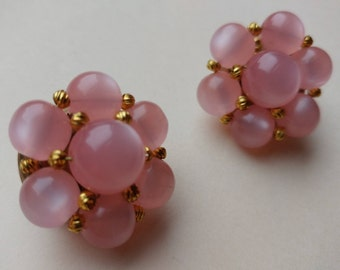 Super Cute Pink Plastic Beads Clip-On Cluster Vintage Earrings