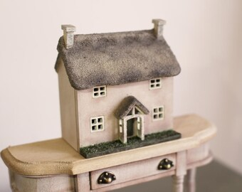 Dolls House Miniature Shabby Micro Doll House Thatched Cottage 1:144th Scale