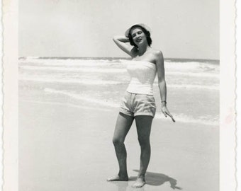 vintage photo 1944 Daytona Beach Florida Woman w Hourglass Figure Beach