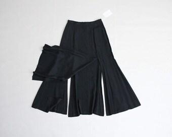 black carwash skirt | vintage betsey johnson | black skirt