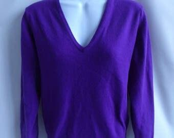 Vintage 100% Cashmere Sweater Size M Purple V Neck Saks Fifth Avenue 40 Chest