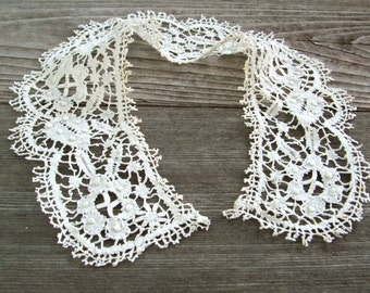 Vintage Bobbin Lace Collar, White, round detachable trim, handmade,  C
