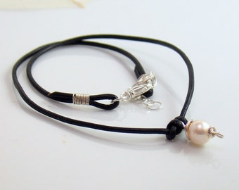 Pearl Charm Leather Choker, Black Leather Necklace with White Pearl Charm, Leather &Pearl Jewelry, Fashion Trend, Easy Style Affordable Gift