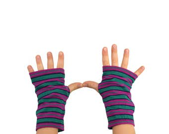 Kids Arm Warmers in Funky Stripes - Kelly Green and Raspberry - Fingerless Gloves