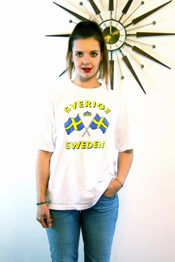 Vintage SVERGE SWEDEN T-Shirt White Cotton Bright Blue Yellow Swedish Double Flag Crown Unisex Men's Women's Tourist Patriotic Tee Size L