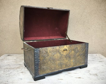"""Vintage 17"""" wide steamer trunk storage box, humpback chest, vintage storage box, maroon bronze wedding decor, pirate trunk, storage trunk"""