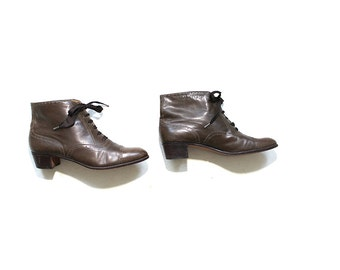 Vintage Ankle Boots 8 / Olive Leather Boots / Spectator Ankle Boots / Lace Up Booties / Perry Ellis Shoes