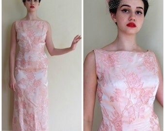 Vintage 1960s Pink Evening Dress in Floral Brocade / 60s Flower Patterned Sleeveless Party Dress / Small