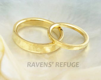wedding ring set in 21k solid yellow gold, hand forged and hand hammered wedding bands