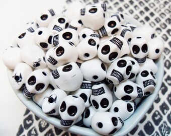 25x White and Black Acrylic Skull Beads 13mm by 11mm .. Halloween and Day of the Dead