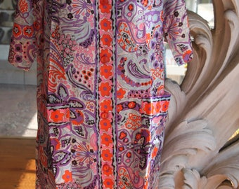 Vintage 1960s - 1970s Psychedelic Abstract Floral Pattern Housecoat