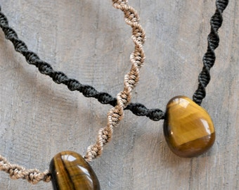 Tiger Eye Macrame Necklace / Tiger Eye Tumblestone Pendant / Adjustable Stone Necklace / Macramedamare
