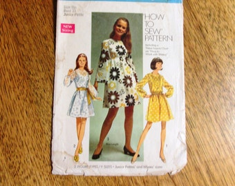 "1960s Go Go A-Line Empire Dress / MOD Mini Dress w/ Bell Sleeves - Junior Petite Size 9 (Bust 33"") - VINTAGE Sewing Pattern Simplicity 8611"