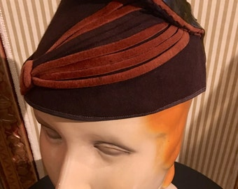 1930s Brown amd Rust Felt Toque Hat W Celluloid Accent