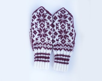 Traditional Norwegian Mittens // Selbuvotter in White and Burgundy