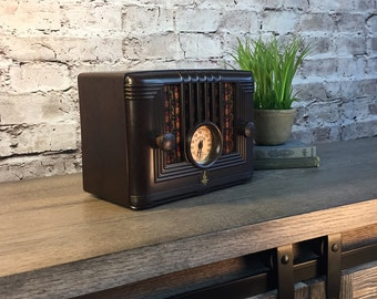 Upcycled Vintage Radio with LEDs and Bluetooth