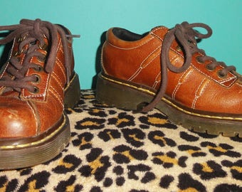 Vintage Dr Martens Oxford Shoes US Men's 6 UK Men's 5 US Women's 7 boots oxfords leather Doc Martins punk goth gothic rocker grunge hipster
