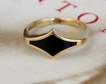 Vintage 1970s Art Deco Revival Onyx Ring, Harlequin Onyx Signet Ring, British Yellow Gold Onyx Ring, Vintage Gothic Black Ring