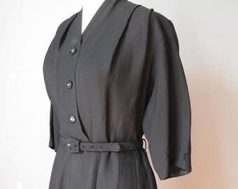 Simple Black Dress / Vtg 40s / Short Sleeve Black Crepe Dress with a belt