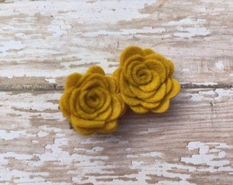 Mustard yellow felt flower hair clip- felt flower clip, yellow flowers, small flowers, baby flowers, hair clip, baby bows, toddler bows